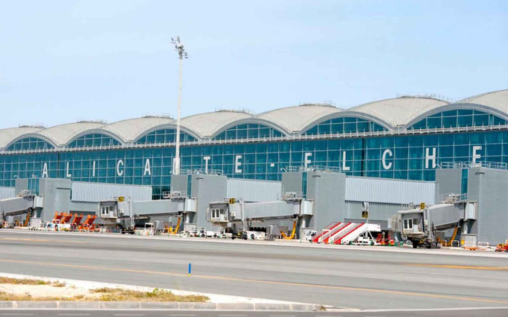 aeropuerto alicante - ideas de donde esconder el anillo de compromiso si viajas en avion